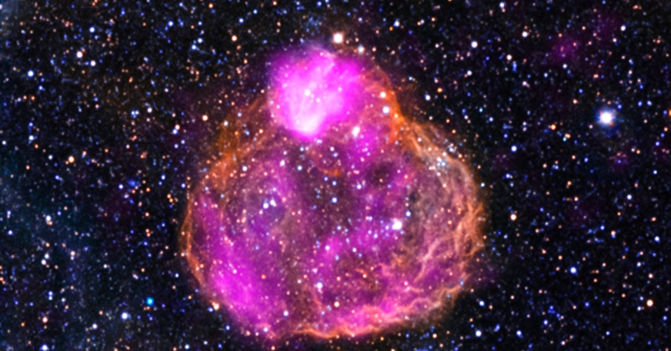 29.jan. 2013-  Esta imagem composta da Nasa mostra a superbolha DEM L50, localizada na Grande Nuvem de Magalhães, a 160 mil anos-luz da Terra
