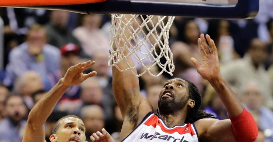 29.jan.2013 - Brasileiro Nenê Hilário anota dois pontos para o Washington Wizards em derrota para o Sacramento Kings