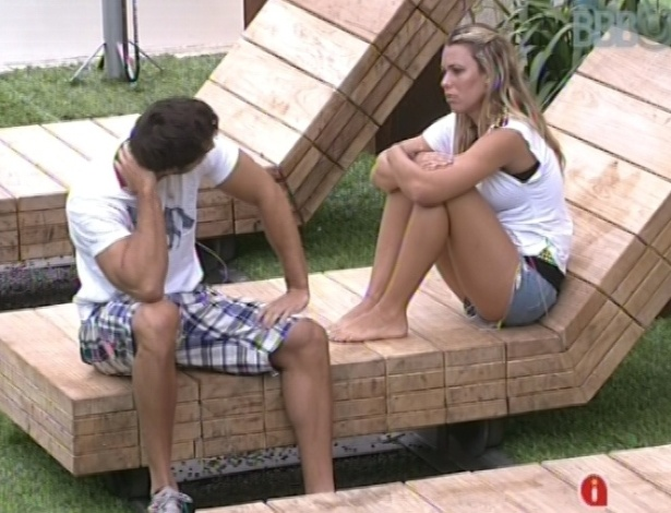 29.jan.2013 - Eliéser e Marien conversaram sobre o