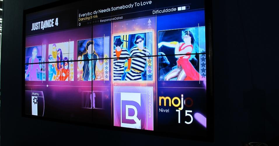 29.jan.2013 - Em vários estandes da área de exposições da Campus Party, que tem entrada gratuita, é possível jogar em fliperamas, simuladores e consoles -- antigos, como o Atari -- ou novos, como o Kinect