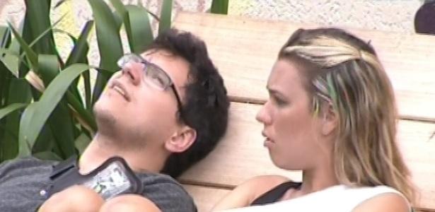 29.jan.2013 - Marien fala para Ivan que se ficou chateada com o que Fani falou dela no jogo da discórdia