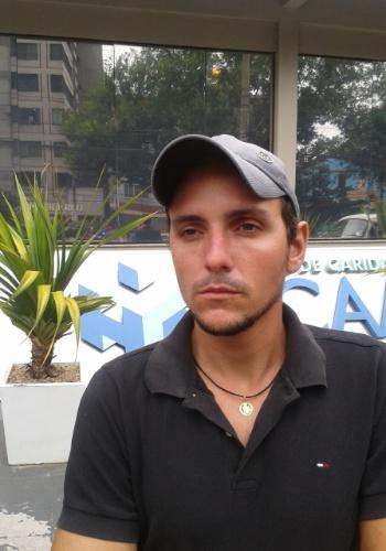 29.jan.2013 - O agricultor Jovani Rosso, 26, resgatou o próprio irmão da boate Kiss, em Santa Maria (RS), sem sabê-lo, já que não conseguia identificar as pessoas devido à fumaça