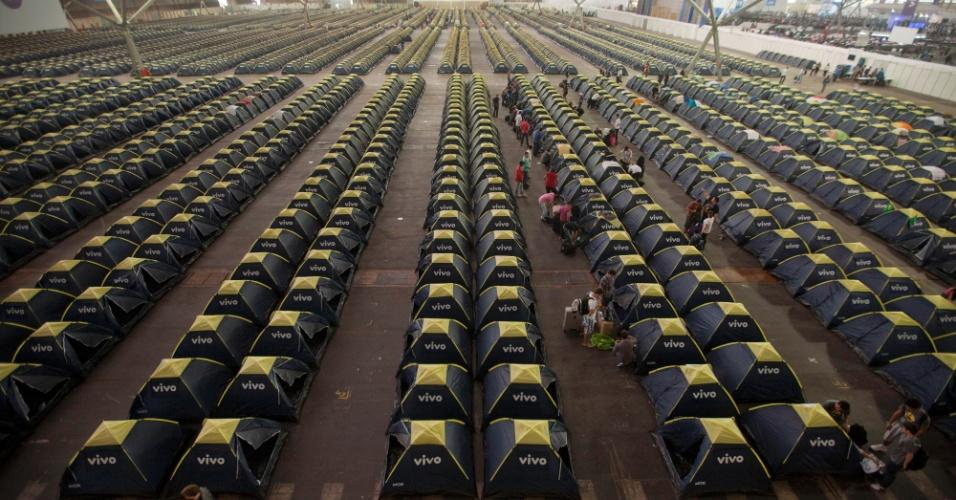 29.jan.2013 - Vista da área da barraca, onde cerca de 4.000 pessoas devem passar a semana acampadas na Campus Party