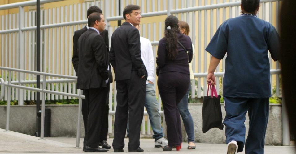 29.jan.2013- Jurados do caso Patrícia Acioli aguardam em frente a 3ª Câmara Criminal de Niterói, no Rio de Janeiro, nesta terça-feira (29), onde serão julgados os três PMs acusados de assassinar a juíza em agosto de 2011. Patrícia foi morta com 21 tiros, quando chegava em cas