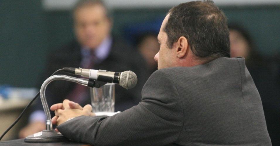 29.jan.2013- O delegado Felipe Ettore, responsável pela investigação do assassinato da juíza Patrícia Acioli, é ouvido no julgamento dos três policiais acusados de participar do crime, na 3ª Câmara Criminal de Niterói, no Rio de Janeiro