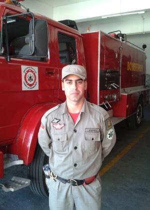 O soldado do corpo de bombeiros Luciano Pontes trabalhou no resgate das vítimas do incêndio em uma boate em Santa Maria (RS). Segundo ele, havia pouco tempo para salvar jovens