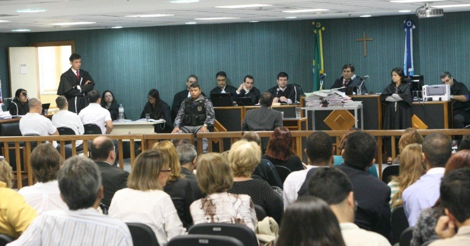 29.jan.2013- Os três policiais militares Jéfferson de Araújo Miranda, Jovanis Falcão Júnior e Junior Cezar Medeiros, acusados de matarem a juíza Patrícia Acioli, em agosto de 2011, são julgados na 3ª Câmara Criminal de Niterói, no Rio de Janeiro