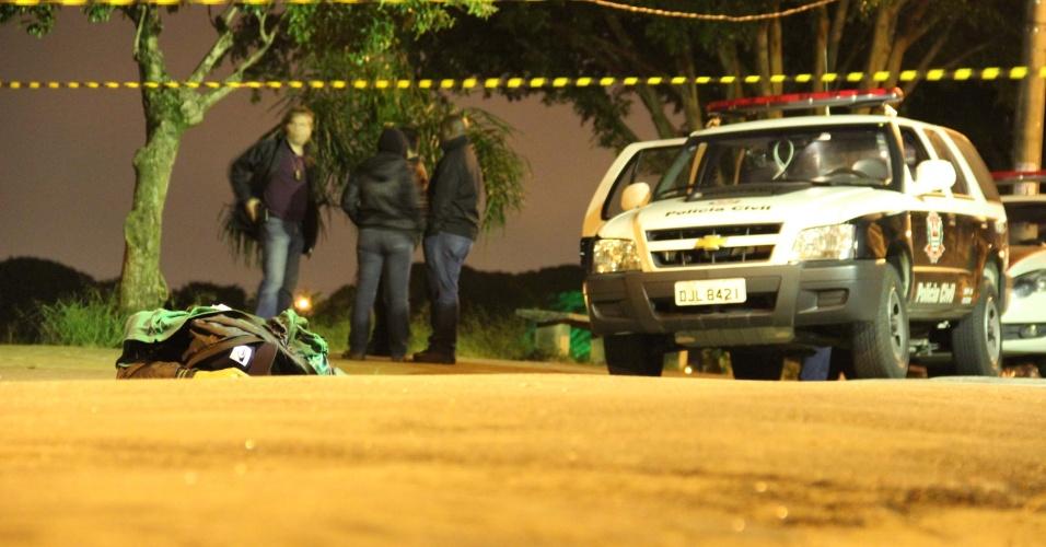 29.jan.2013- Um jovem foi baleado e morto na rua Carlo Manneli Lageado, na zona leste de São Paulo, na noite desta segunda-feira (28). Segundo moradores, um rapaz em uma moto fez disparos contra o jovem, que tinha passagem pela polícia. O caso será investigado pelo DHPP ( Departamento de Homicidios e Protecao a Pessoa)