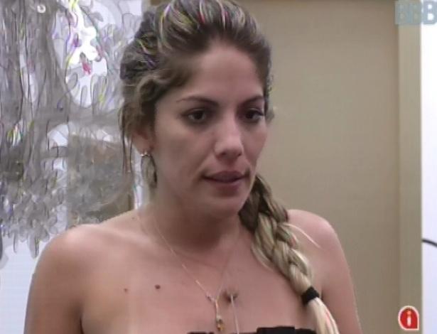 Anamara critica postura de Fani para Natália