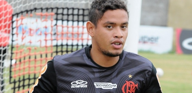 Carlos Eduardo treina no Ninho do Urubu; meia faz pré-temporada antes de estreia pelo Flamengo