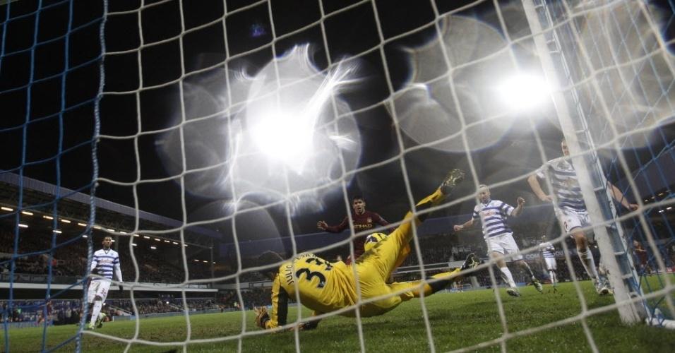 Julio Cesar faz defesa após chute de David Silva