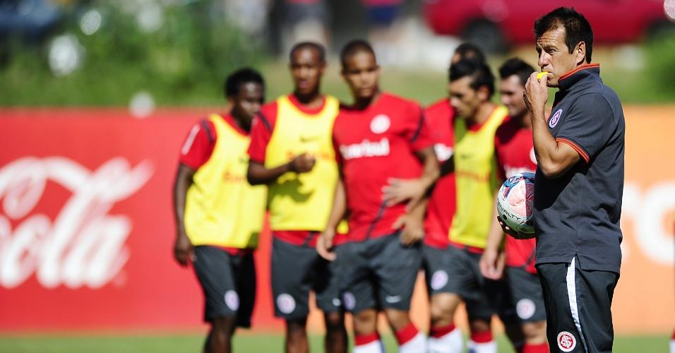 Técnico Dunga orienta um treino do Inter no CT do Parque Gigante antes da estreia no Gauchão (29/01/2013)