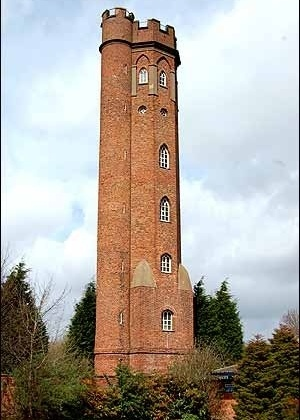 """Torre que inspirou o escritor J. R. R. Tolkien, em """"Senhor dos Anéis - As duas Torres"""". - Reprodução"""