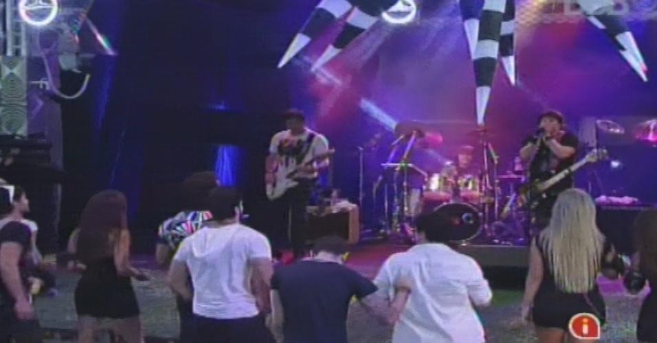 """30.jan.2013 - À frente do RPM, Paulo Ricardo canta no """"BBB13"""". A banda tocou sucessos como """"Vida Real"""", """"London, London"""" e """"Rádio Pirata"""""""
