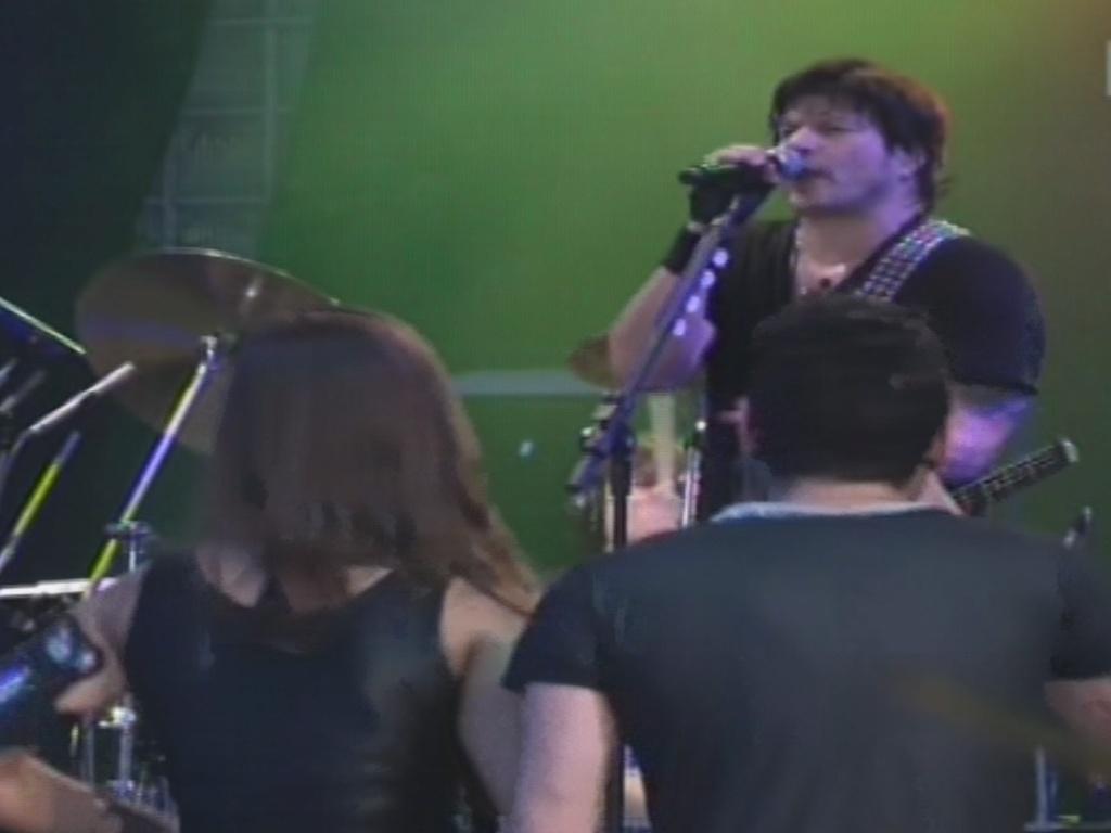 30.jan.2013 - À frente do RPM, Paulo Ricardo canta no
