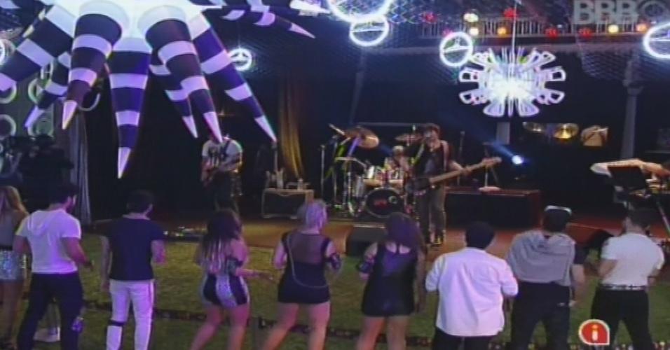 """30.jan.2013 - A banda RPM se apresneta na festa do """"BBB13"""". Eles cantaram sucessos como """"Vida Real"""", """"Exagerado"""" e """"London, London"""""""