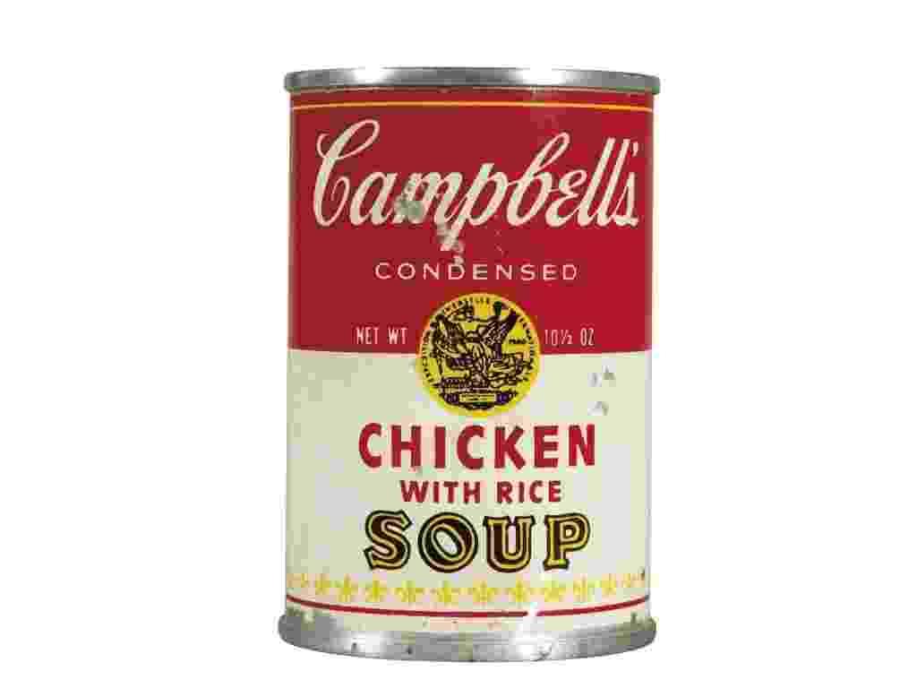"""30.jan.2013 - Foto da mostrando a obra """"Campbell's Chicken with Rice Soup"""", de Andy Warhol, que será leiloada on-line pela Christies's - Christie's/AP"""