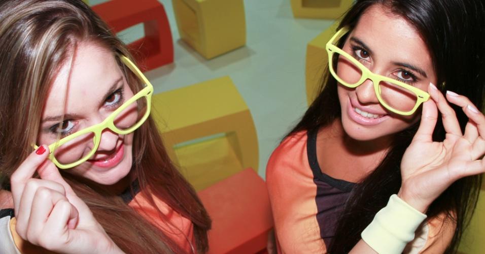 30.jan.2013 - Modelos no estande do UOL abraçaram a causa nerd