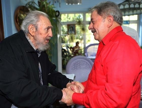 30.jan.2013 - O ex-presidente Luiz Inácio Lula da Silva se encontrou  com Fidel Castro durante visita a Cuba