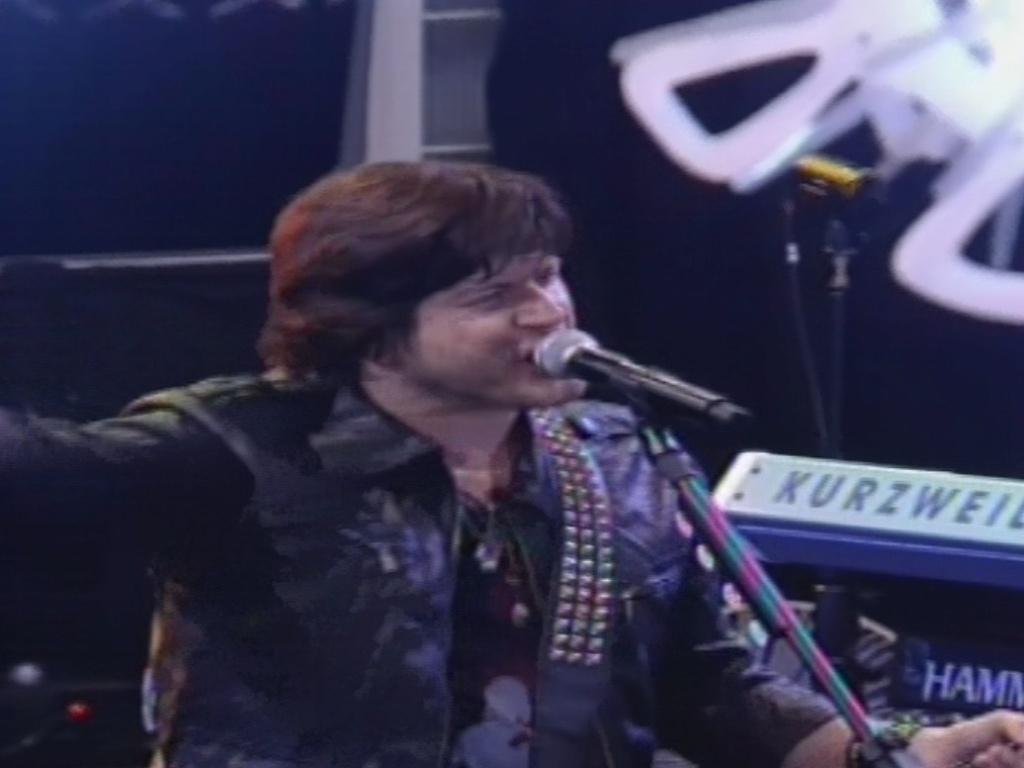 30.jan.2013 - Paulo Ricardo, vocalista do RPM, canta a música