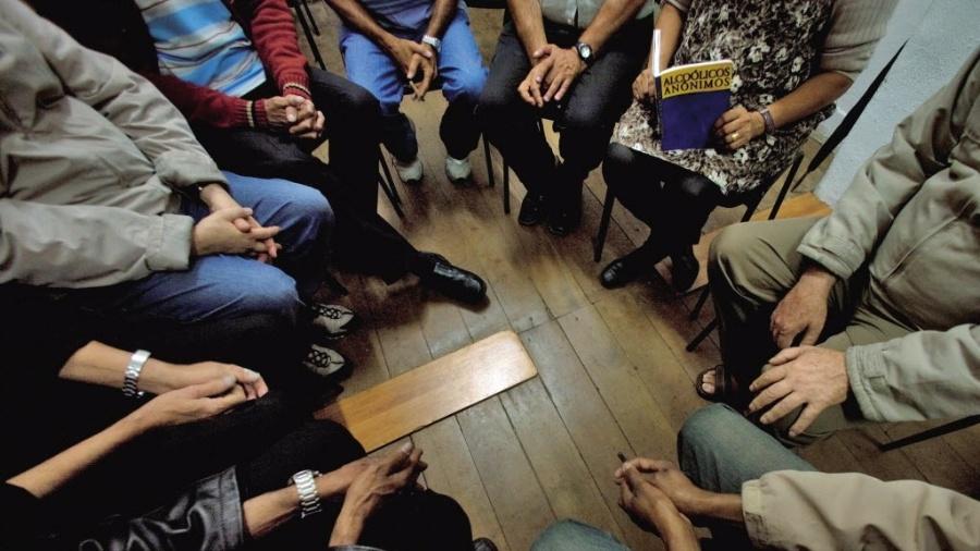 Reunião na sede dos Alcóolicos Anônimos no bairro do Bexiga, em São Paulo (SP) - Fernando Donasci/Folhapress