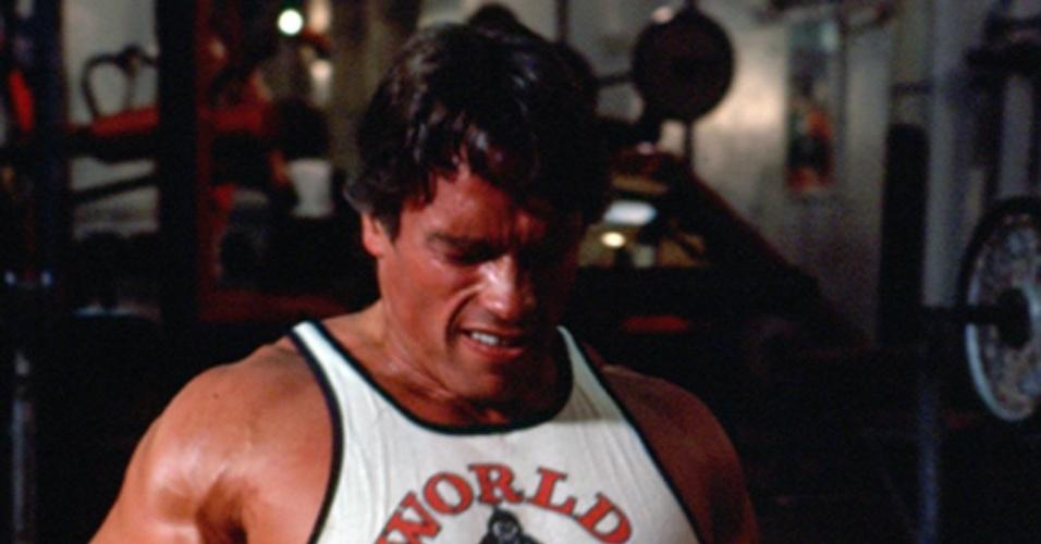 """13.nov.2003 - Arnold Schwarzenegger em cena do documentário """"Pumping Iron"""" sobre fisiculturismo"""