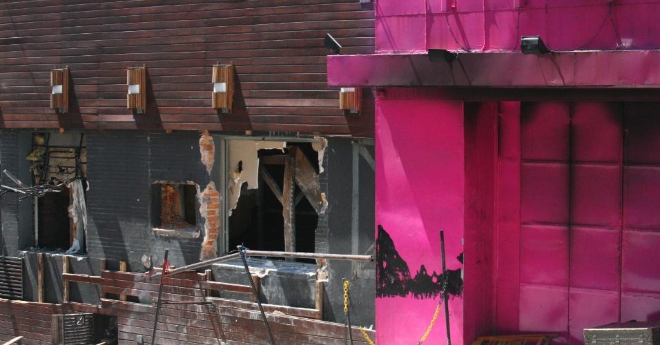 31.jan.2013 - A fachada da boate Kiss, em Santa Maria (RS), foi totalmente danificada por causa do incêndio no domingo (27). Mais de 230 pessoas morreram na tragédia