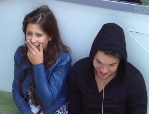 31.jan.2013 - Andressa e Nasser conversam e riem nesta manhã
