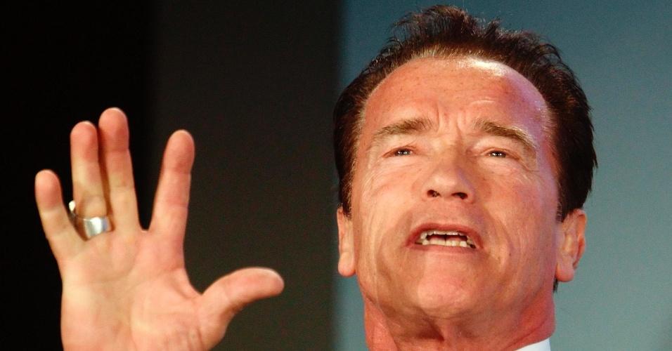 """31.jan.2013 - Arnold Schwarzenegger disse que as pessoas devem tratar de ecologia com uma abordagem nova e """"mais sexy"""", abandonando os dados para os cientistas, durante a conferência Viena R20, na Áustria"""