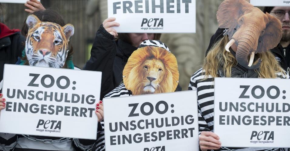 cd2667ec8a0 31.jan.2013 - Ativistas dos direitos dos animais da organização PETA  (Pessoas