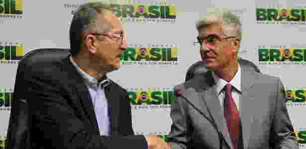 Aldo Rebelo (esq.) e o secretário de Futebol, Toninho Nascimento: governo entrou no jogo - Glauber Queiroz/ME