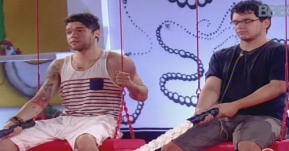 31.jan.2013 - Nasser e Ivan competem pela liderança em prova de resistência