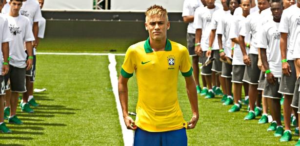 Neymar com a camisa da seleção brasileira da Nike, que será usada na Copa das Confederações