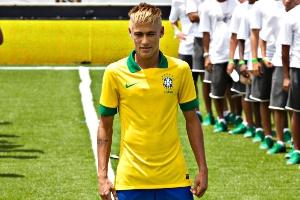 7a59d5a3b2 Camisa da seleção para a Copa das Confederações. 1   23Júlio César  Guimarães UOL