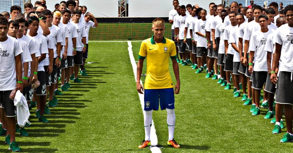b7448a19a5 Com Neymar de modelo