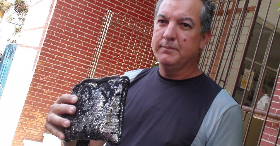 """31.jan.2013 - """"Nunca gostei daquele lugar. Para mim, aquilo era um inferninho"""", disse o vendedor Tarso Santos, ao sair da delegacia em que pegou os pertences recuperados de sua filha Taise, uma das 235 vítimas do incêndio na boate Kiss, em Santa Maria (RS)"""