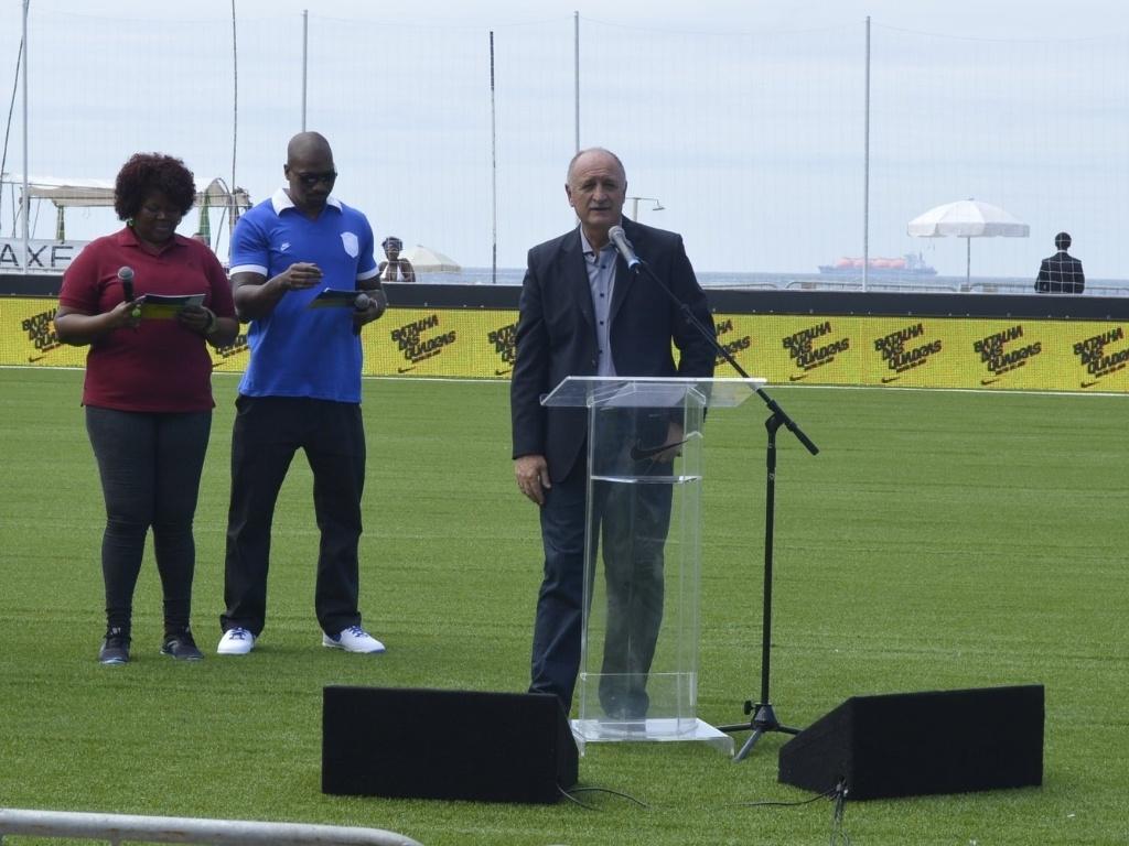 31.jan.2013 - Técnico da seleção brasileira, Luiz Felipe Scolari, discursa no lançamento do uniforme da Copa das Confederações