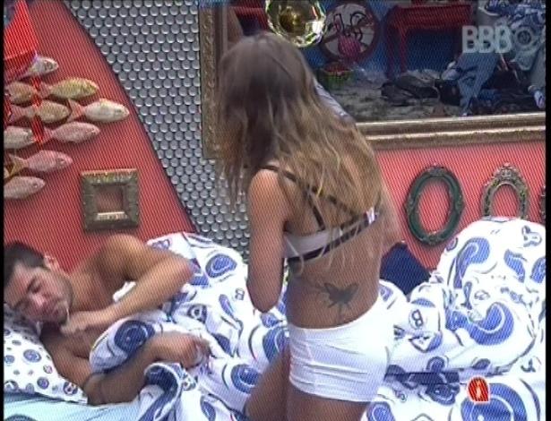 31.jan.2013 - Yuri briga feio com Natália por causa de Eliéser