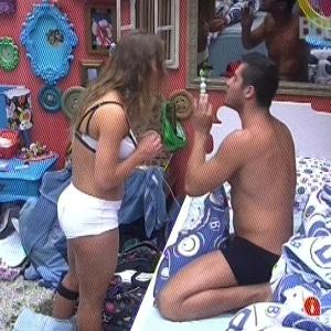 Natália e Yuri brigaram feio durante a festa por causa de brincadeira em Eliéser