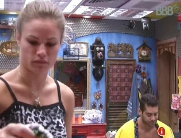 31.jan.2013 - Yuri chamou Natália para conversar sobre briga que os dois tiveram na festa da madrugada