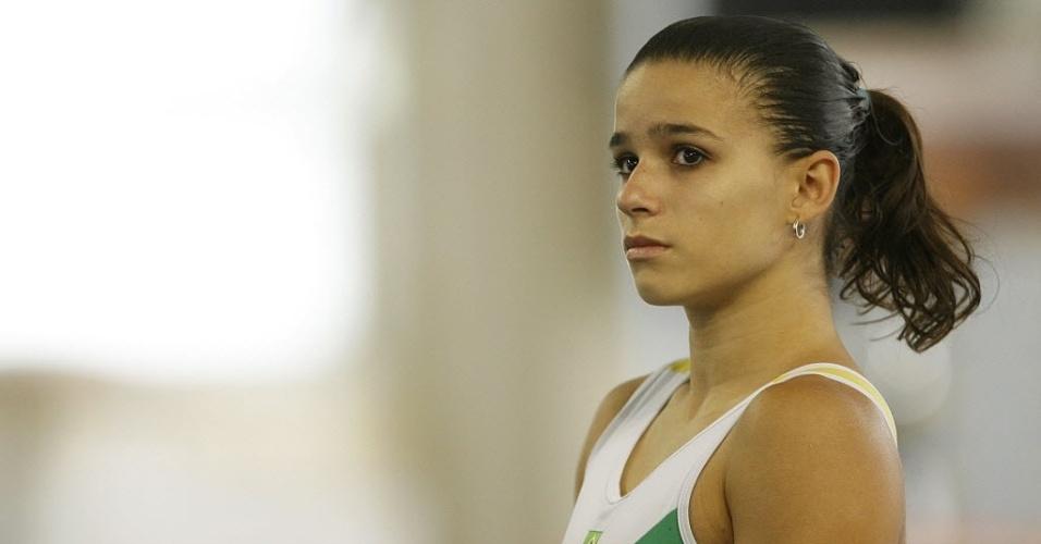 Ginasta Jade Barbosa durante competição em Curitiba, em 2008