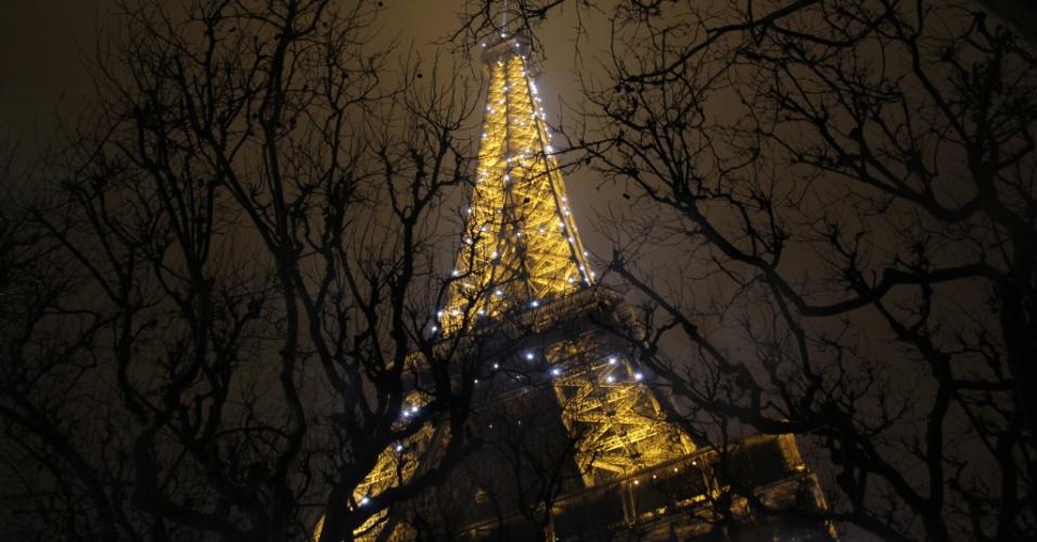 jan.2013 Foto tirada por Pe Lu do Restart mostra a Torre Eiffel, cartão-postal de Paris