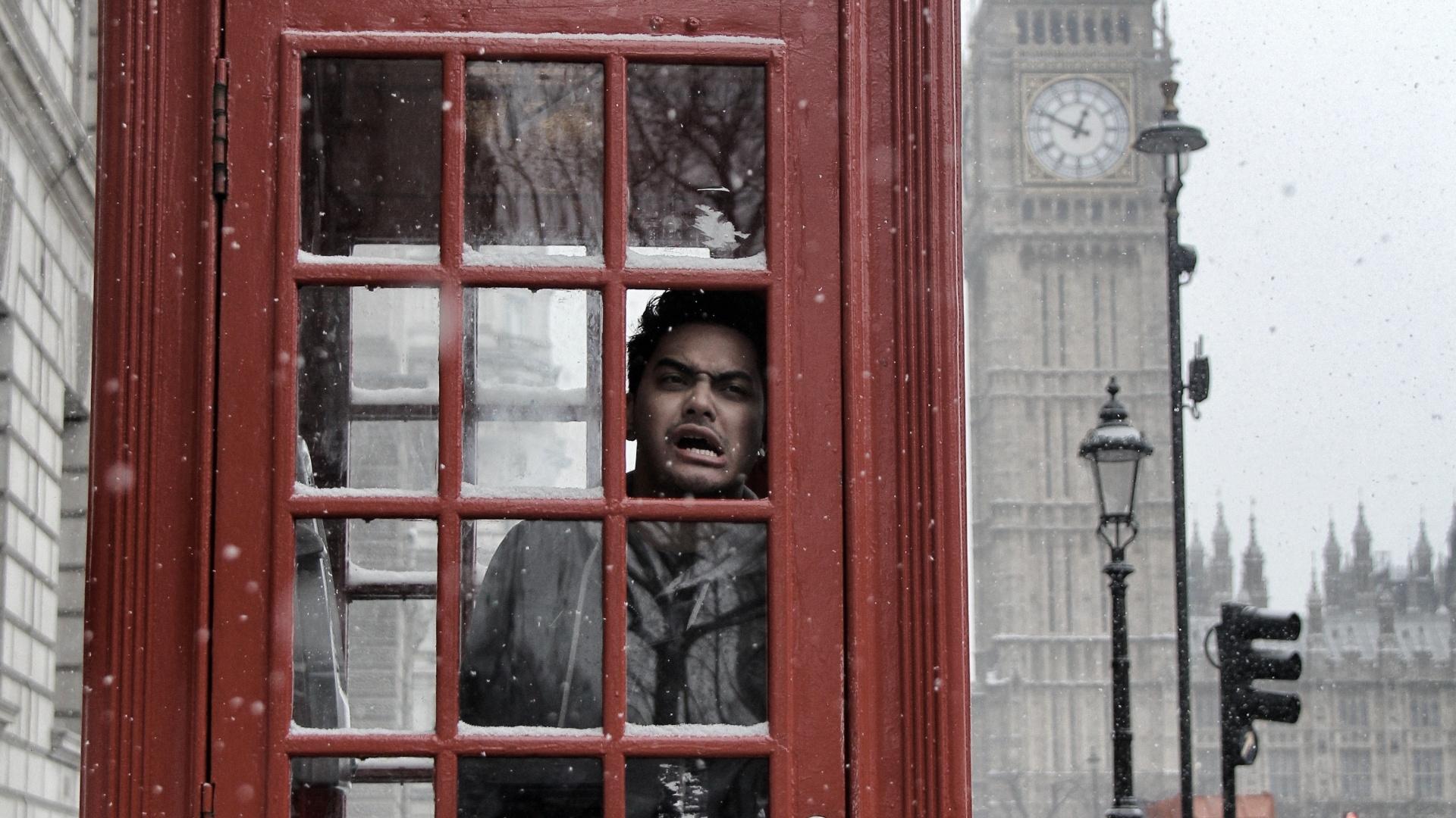 jan.2013 Koba, do Restart, posa para foto tirada por Pe Lu em Londres durante férias dos músicos na Europa