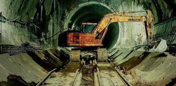 """Livro """"Linha 4"""" mostra as imagens criadas pelo fotógrafo Rogério Canella, durante suas visitas à construção da linha amarela do metrô de São Paulo - Rogério Canella/ Divulgação"""