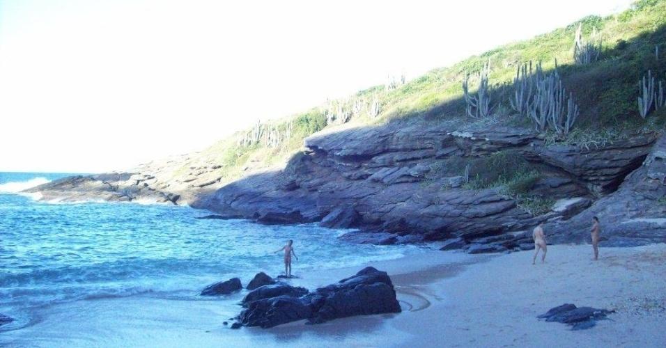Olho de boi (RJ) - Localizada no munícipio de Búzios (RJ), a praia Olho de Boi pode ser acessada por uma trilha que parte da praia Brava. A caminhada pode demorar de 40 a 45 minutos