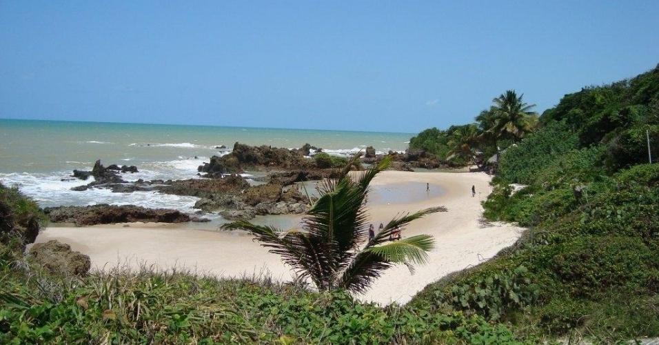 Tambaba (PB) - Tambaba é localizada no município de Conde, 40 quilômetros ao sul de João Pessoa. Para chegar à praia de carro é preciso fazer o acesso pela BR-101 ou pela PB-008, em direção ao município de Conde