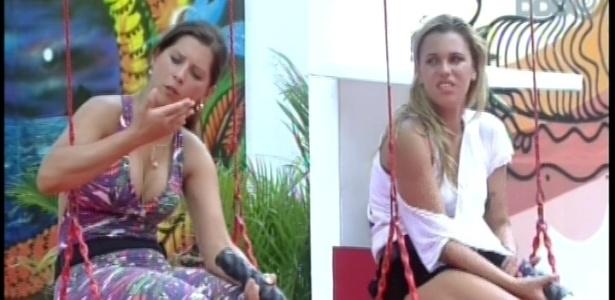 01.fev.2013 - Andressa e Marien reclamam de corda utilizada durante prova