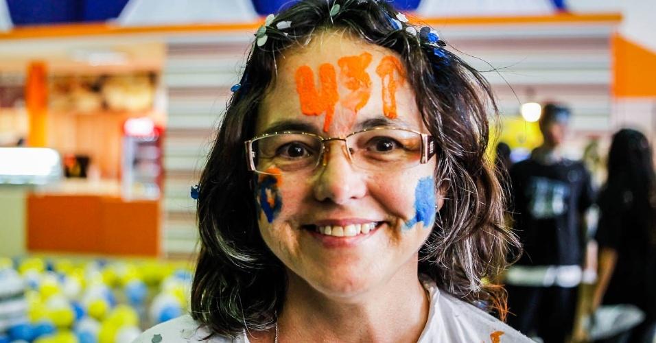 01.fev.2013 - Candidatos aprovados na primeira fase da Fuvest comemoram resultado na sede do curso Objetivo