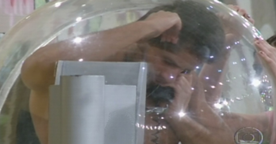 01.fev.2013 - Eliéser atende o Big Fone e ganha o poder de imunizar alguém