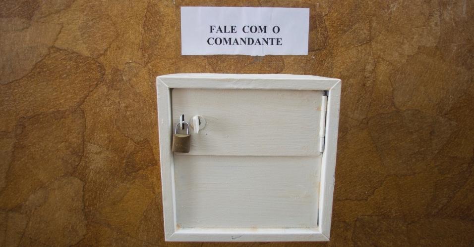 1º.fev.2013 - Logo na entrada do bloco de alojamentos foi colocada uma caixa de sugestões para que os internos possam se comunicar com a direção do presídio